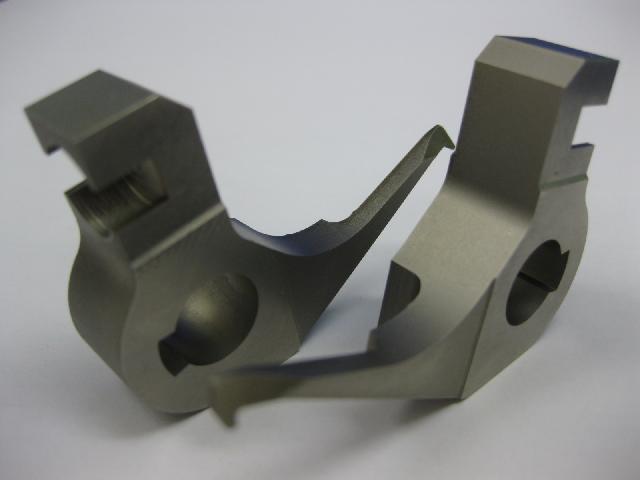 製品1(マシニングセンター、平面研削盤、ワイヤー放電加工機による)