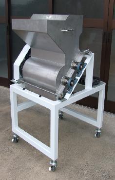 蒸し大豆の固まりをほぐす装置