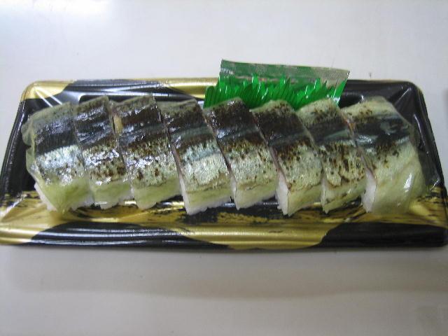 脂ののった炙りさんまの押し寿司